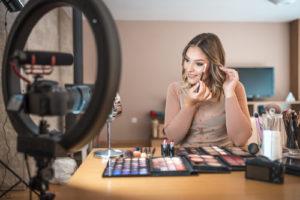 influencer-make-up-500-300x200 (1)